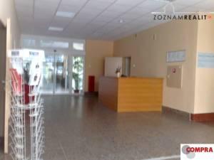 Klimatizovaná kancelária  ( 30 m2) oproti Polusu + parkovanie+sklad