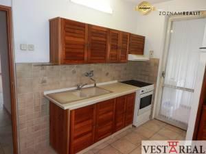 Predané: priestranný 3 izbový byt s lodžiou, Pusté Úľany