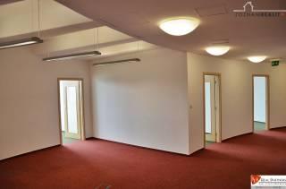 Kancelárie na prenájom do 800m2, Rontgenova ul, parking VL