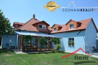 Priestranný dom na predaj, Komjatice, výborný stav