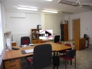 Kancelária s parkovaním na prenájom v centre mesta Lučenec